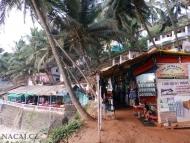 Obchůdky na útesu. Arambol. Goa, Indie