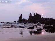 Západ slunce na pláži. Arambol. Goa, Indie