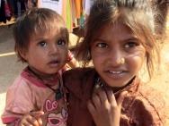 Děti na ulici v Baga, Goa, Indie