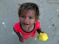 Dítě na ulici v Baga, Goa, Indie