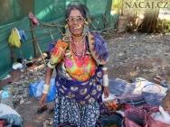 Indická žena ozdobená šperky