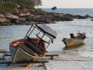 Rybářské loďky. Sihanoukville, Kambodža