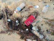 Odpadky na pláži. Sihanoukville, Kambodža