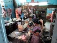 Ruční výroba svíček. Kochi. Kerala, Indie
