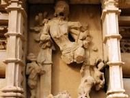 Sochy na chramu v Khajuraho