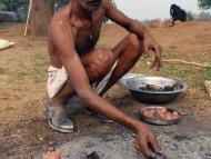 Příprava jídla. Khajuraho, Madhya Pradesh
