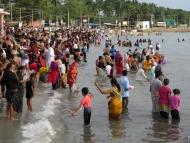 Obřad. Koupel v moři. Rameswaram, Tamil Nadu, Indie