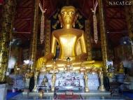 Buddha. Chrám v Chiang Mai, Thajsko