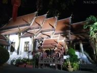 Buddhistický Chrám v noci. Chiang Mai, Thajsko