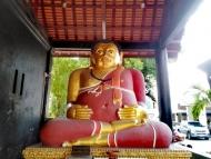 Zlatý Buda v červeném. Chiang Mai, Thajsko