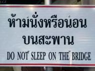 Zákaz spaní na mostě. . Chiang Mai, Thajsko