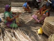 Pletení košíků. Udaipur, Rajasthan, IIndie