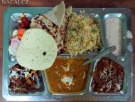 Thali - jídlo ve Varanasi. Indie