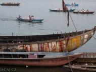 Lodě. Ganga, Ghats, Varanasi, Indie