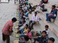 Jídlo zdarma na Gats. Varanasi Indie