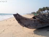 Loď na pláři. Varkala, Kerala, indie