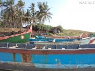 Loďě na pláži. Varkala, Kerala, indie