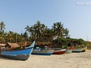 Loďě na pláři. Varkala, Kerala, indie