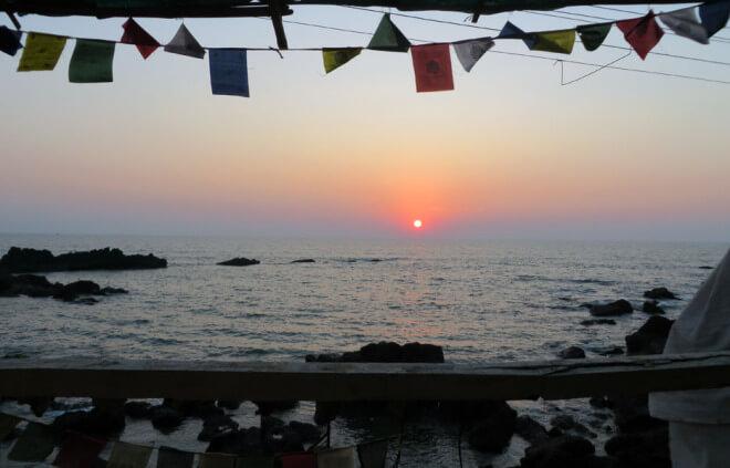 Ubytování v Indii. Chatka na pláži u moře.