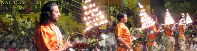 Obřad - Dasaswamedh Ghat, Varanasi, Indie