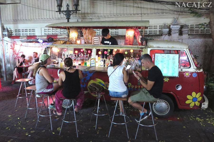 Bangkok, Thajsko. Pouliční mobilní bar